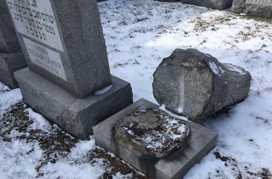 vandali al cimitero ebraico