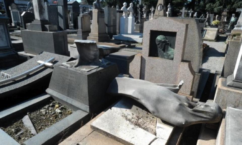 vandalismo al cimitero Monumelntale di Milano