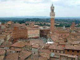 https://commons.wikimedia.org/wiki/File:Piazza_del_Campo_(Siena).jpg